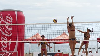 voleball-beach-546376__180.jpg